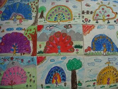 幼儿园孔雀手工制作主题墙