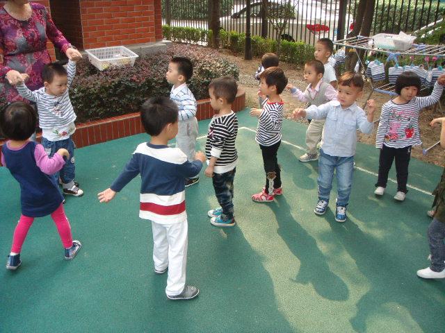 幼儿园中班体育教案快乐的木头人