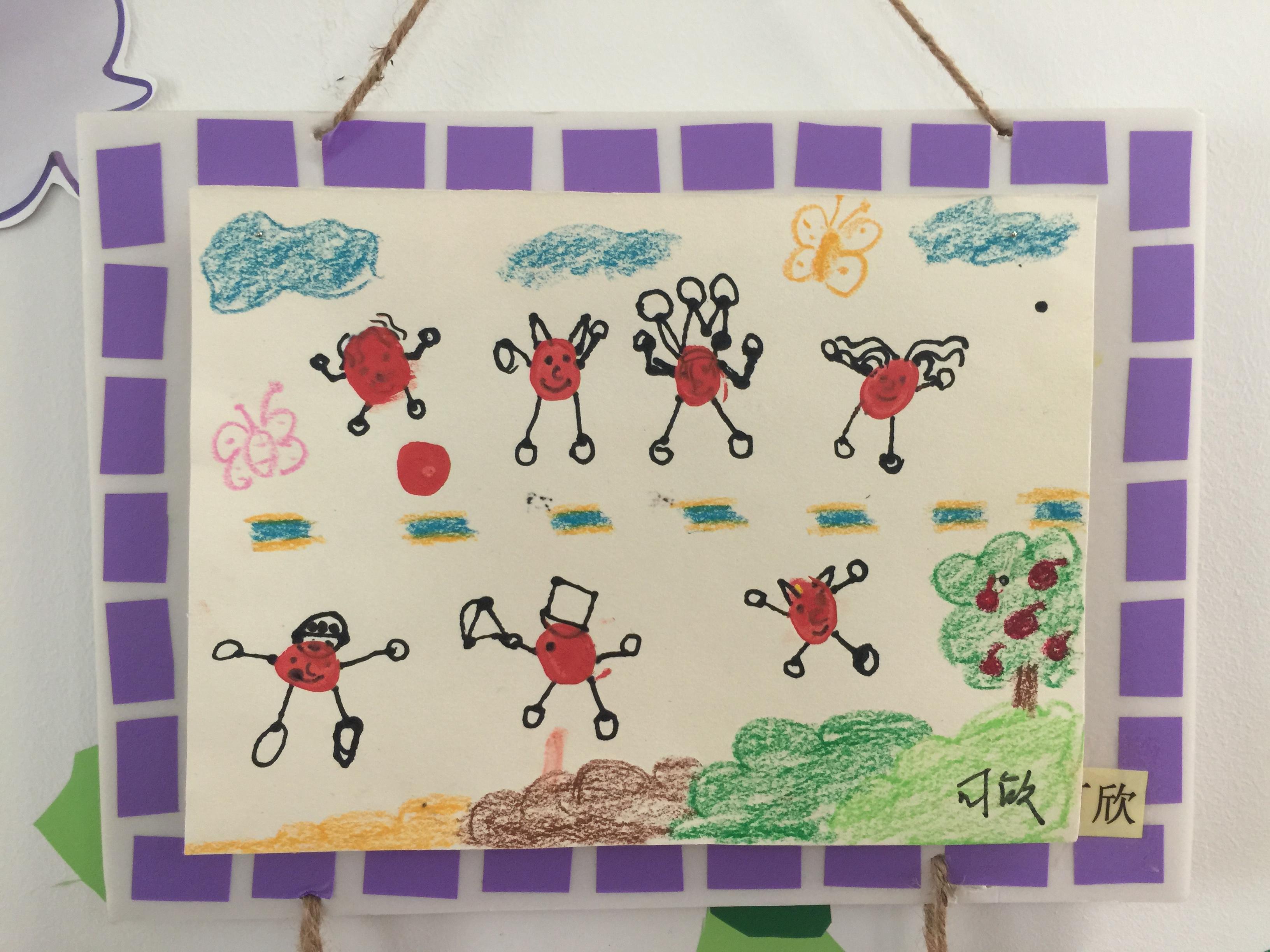 《小人国》后,我们开展了相应的美术活动,做了一幅幅富有童趣的手指画图片