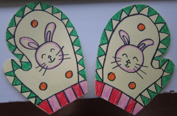 1,通过用图案设计,装饰手套,使幼儿初步了解图案的对称美,知道装饰画