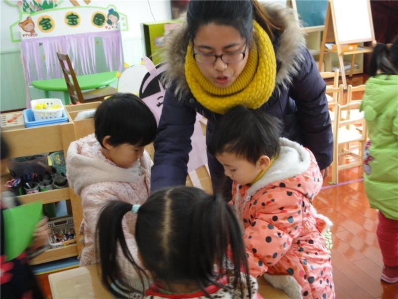 和倪老师分别展开了科学活动——快快和慢慢,数活动——小动物搬新房.