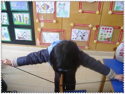 扎蝴蝶结的短绸或鞋带; 学系鞋带;; 花样系鞋带方法图片汇总图片