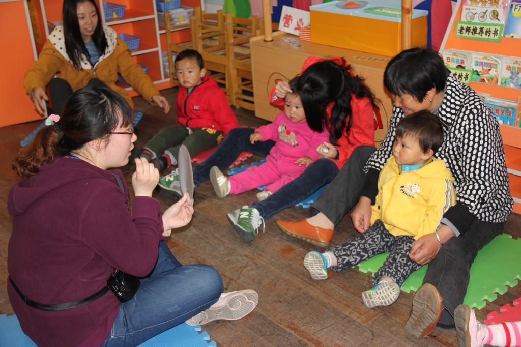 活动期间幼儿园做好板报宣传,邀请函发放,活动签到,人员接待,年龄段