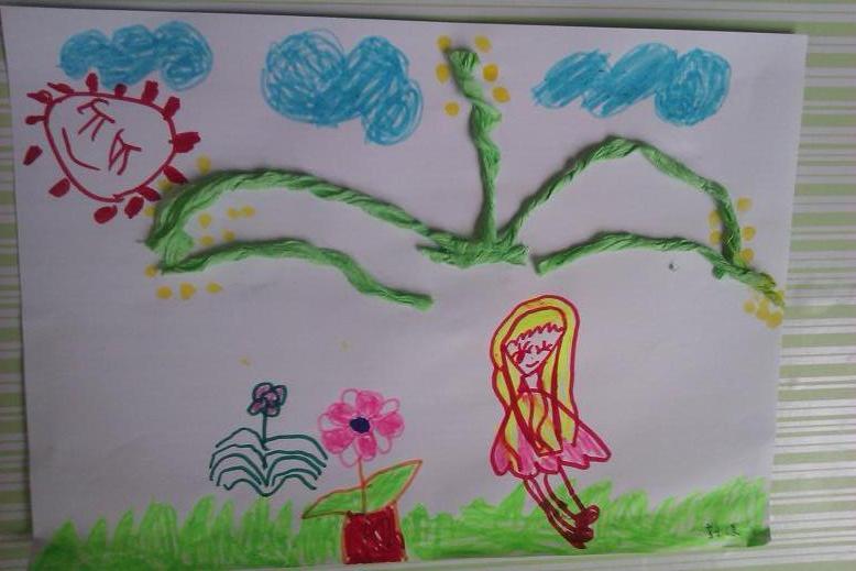 星期三的时候,孩子们和老师走出校园寻找春天,那黄灿灿的迎春花,让我图片