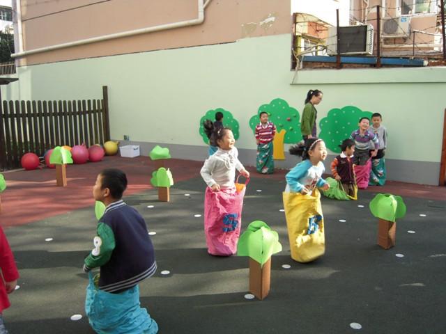 七色花幼儿园户外运动及园所环境比赛
