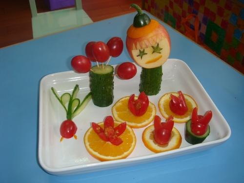 上周五,我们和爸爸妈妈一起制作了水果拼盘,家长们真是创意无限呀!