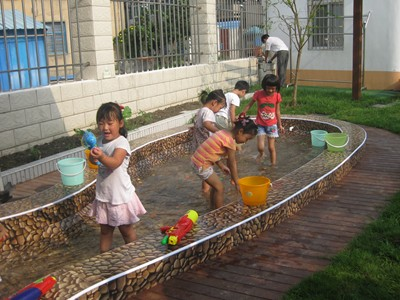 幼儿园沙池水池设计图片