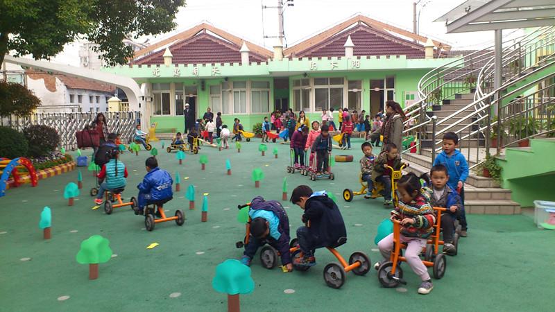 下沙幼儿园开展情景性户外运动