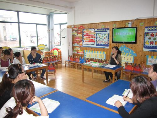 下沙幼儿园举行青年教师园本培训活动