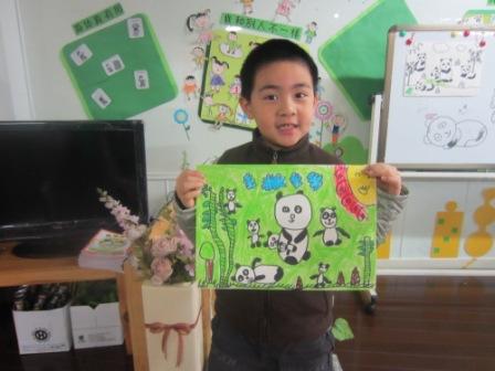 动物园里的小熊猫真可爱,但是我们画的小熊猫更可