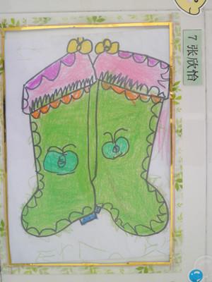张颖曦小朋友这幅作品完成的较好,她用到了简单的几何图形的对称来图片