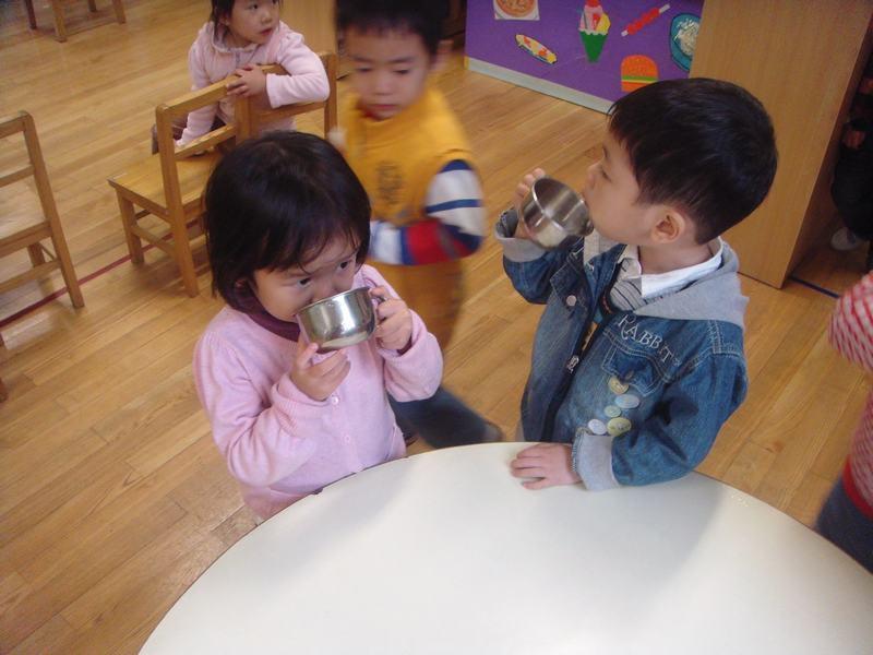 幼儿喝水排队步骤图