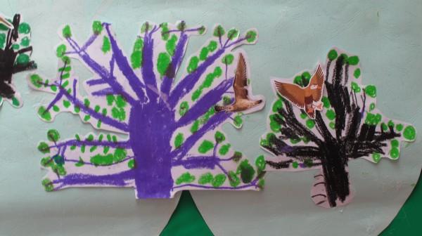 图画:小熊画大树