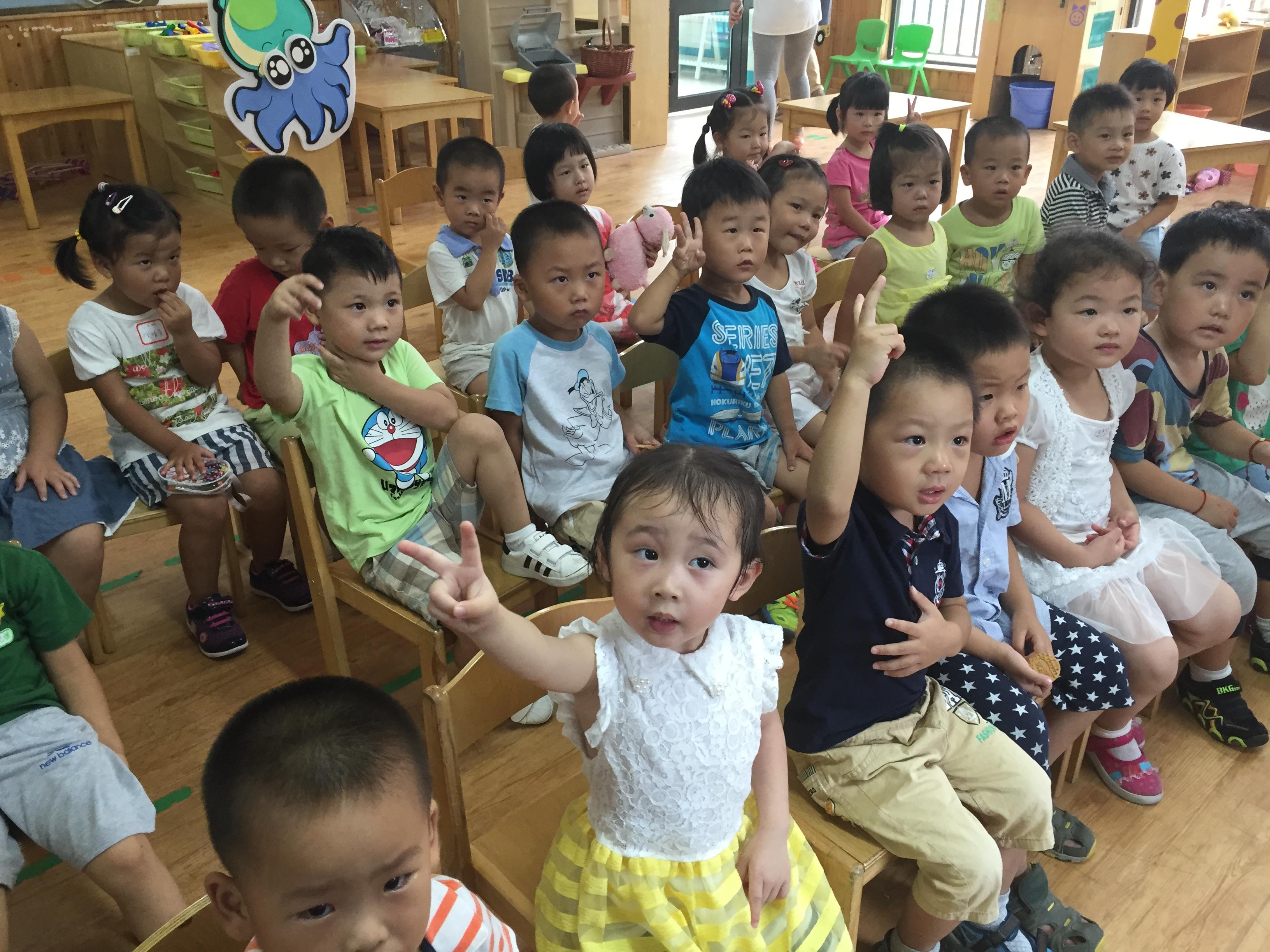 幼儿排排坐简笔画