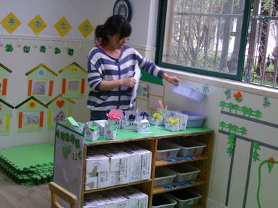 幼儿园中班美工区图片幼儿园美工区图片幼儿园大图片