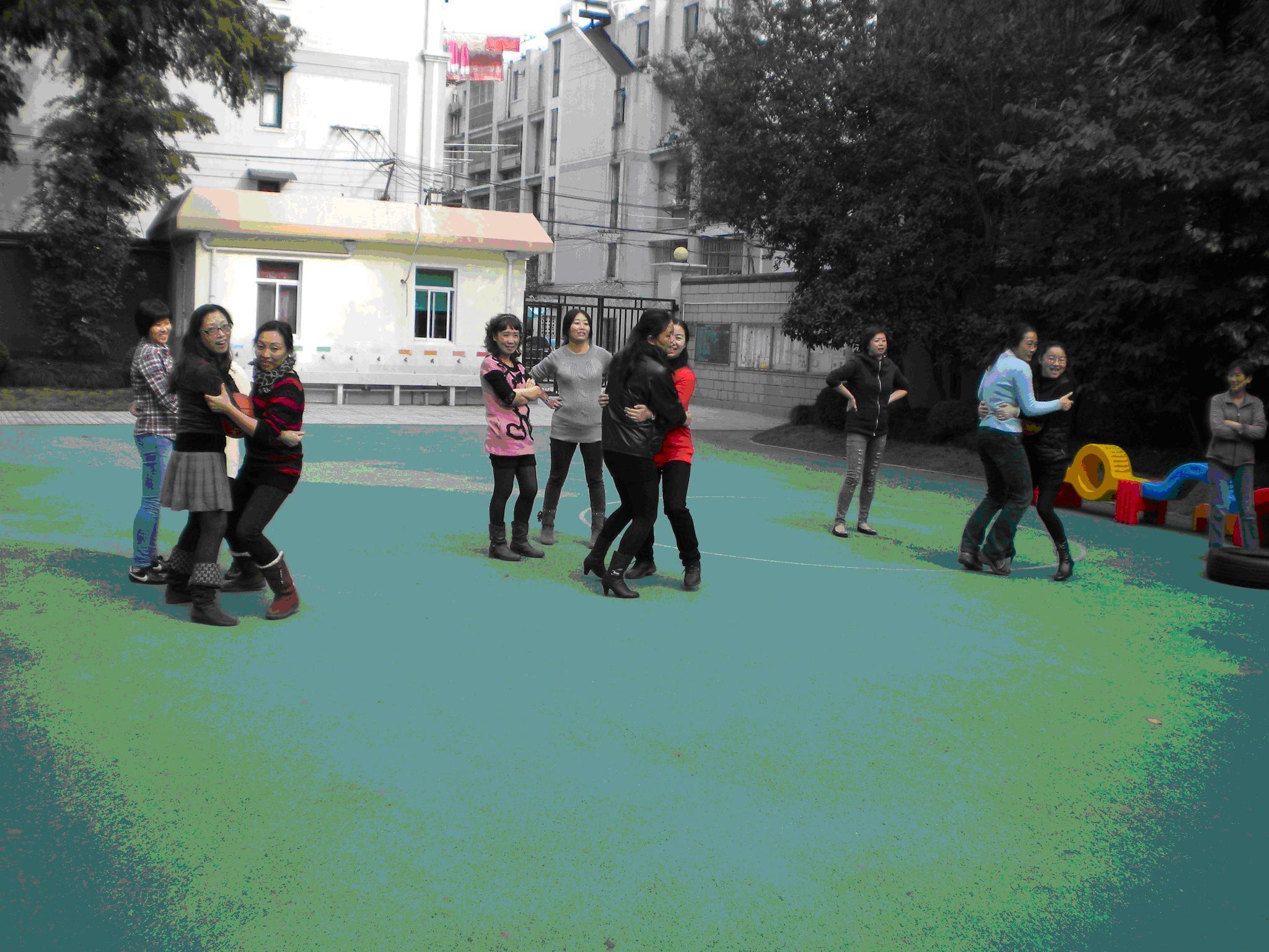 长岭路幼儿园一年一度的运动会开幕了!